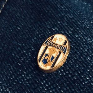 Vintage Juventus soccer/football pin